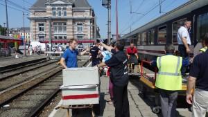 En gare de Tournai, nous désarmons le train